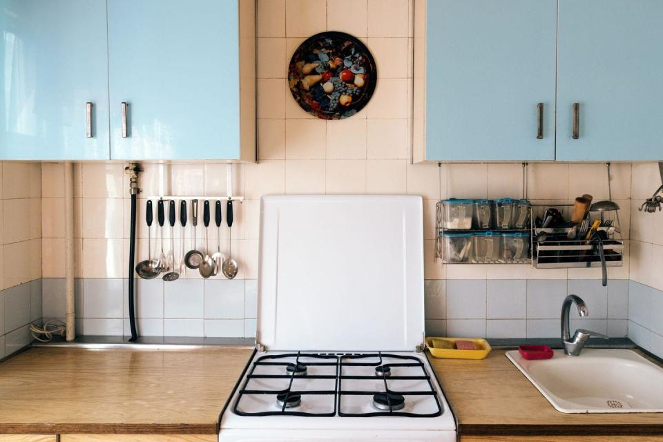"""<p>If you ever run across a vintage stove or refrigerator at a yard sale and it's in good condition, snatch it up. Thanks to all the love mid-century looks for the home have been getting lately, vintage kitchen appliances by brands like O'Keefe & Merritt are going for thousands on <a href=""""https://go.redirectingat.com?id=74968X1596630&url=https%3A%2F%2Fwww.ebay.com%2Fb%2Fvintage-appliances%2Fbn_7024790780%3Frt%3Dnc%26_sop%3D16&sref=https%3A%2F%2Fwww.menshealth.com%2Ftrending-news%2Fg32987082%2Fgarage-sale-items-antiques-worth%2F"""" rel=""""nofollow noopener"""" target=""""_blank"""" data-ylk=""""slk:eBay"""" class=""""link rapid-noclick-resp"""">eBay</a>.</p>"""