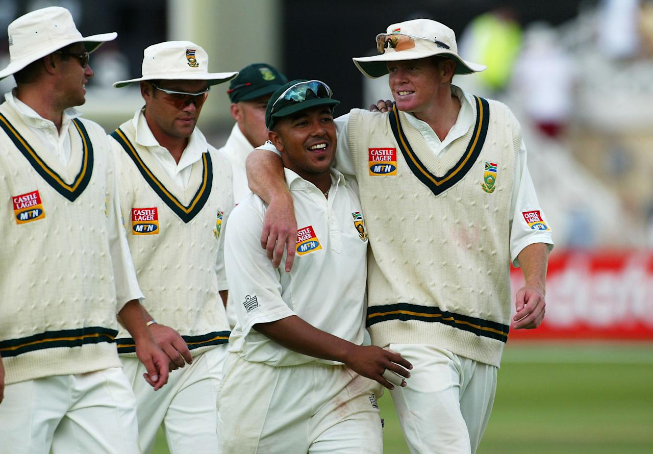NOTTINGHAM, ENGLAND - AUGUST 15:  Paul Adams (2nd from R) and Shaun Pollock (R) of South Africa hug as they leave the field after they bowl England out during the second day of the third npower test match between England and South Africa at Trent Bridge on August 15, 2003 in Nottingham, England. (Photo By Stu Forster/Getty Images)
