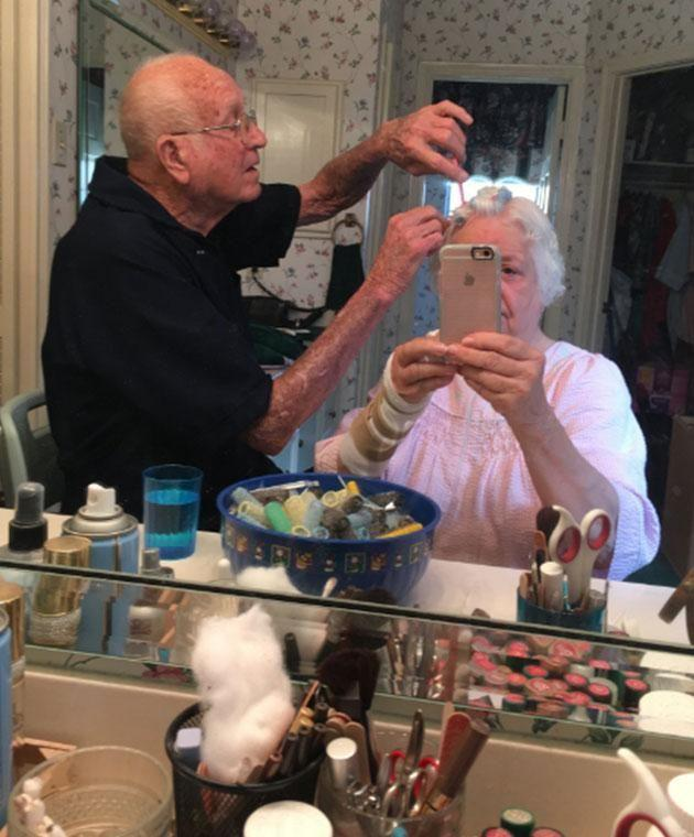 Amy's pic of her adorable grandparents has gone viral. Photo: Twitter/IfYouSeek_Amy__