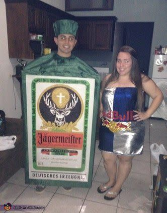 """Vía <a href=""""http://www.costume-works.com/costumes_for_couples/jagerbomb_couple.html"""" target=""""_blank"""">Costume-Works.com</a>"""