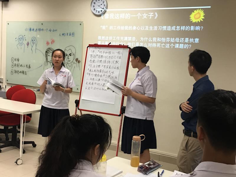 Chinese literature students at Nan Chiau High School giving a presentation on their analysis of a literary work to the class. (PHOTO: Chia Han Keong/Yahoo News Singapore)