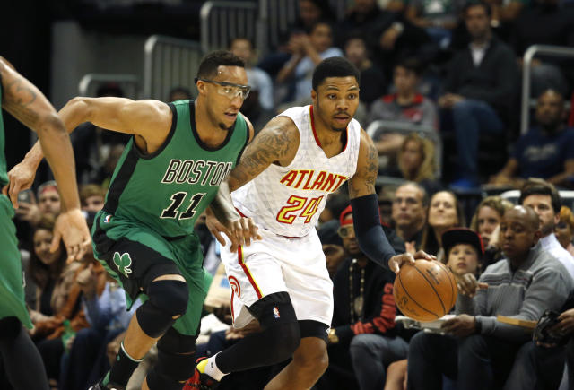 "<a class=""link rapid-noclick-resp"" href=""/nba/players/4717/"" data-ylk=""slk:Evan Turner"">Evan Turner</a> and <a class=""link rapid-noclick-resp"" href=""/nba/players/5102/"" data-ylk=""slk:Kent Bazemore"">Kent Bazemore</a> once went to battle in a 2016 first-round playoff series. (Getty Images)"