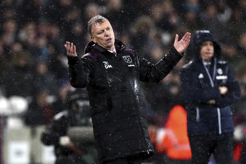 West Ham manager David Moyes gestures on the touchline during the English Premier League soccer match against West Bromwich Albion at London Stadium, in London, Tuesday Jan. 2, 2018. (John Walton/PA via AP)