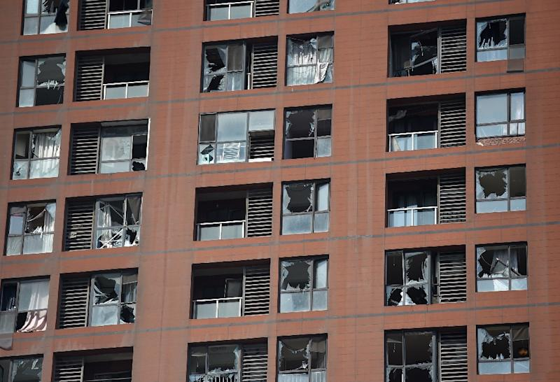 Shattered windows are seen on the facade of a residential building near the site of a series of explosions in Tianjin, northern China, on August 13, 2015 (AFP Photo/Greg Baker)