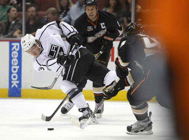 Los Angeles Kings center Tyler Toffoli, left, shoots as Anaheim Ducks defenseman Sami Vatanen, right, defends and center Ryan Getzlaf watches during the first period of a preseason NHL hockey game, Tuesday, Sept. 17, 2013, in Anaheim, Calif. (AP Photo/Mark J. Terrill)