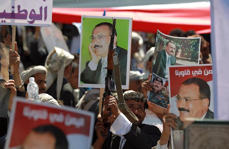 Gunmen loyal to Yemen's former president Ali Abdullah Saleh protest threatened UN sanctions against the ousted strongman and insurgent chiefs on November 7, 2014 in the capital Sanaa (AFP Photo/Mohammed Huwais)