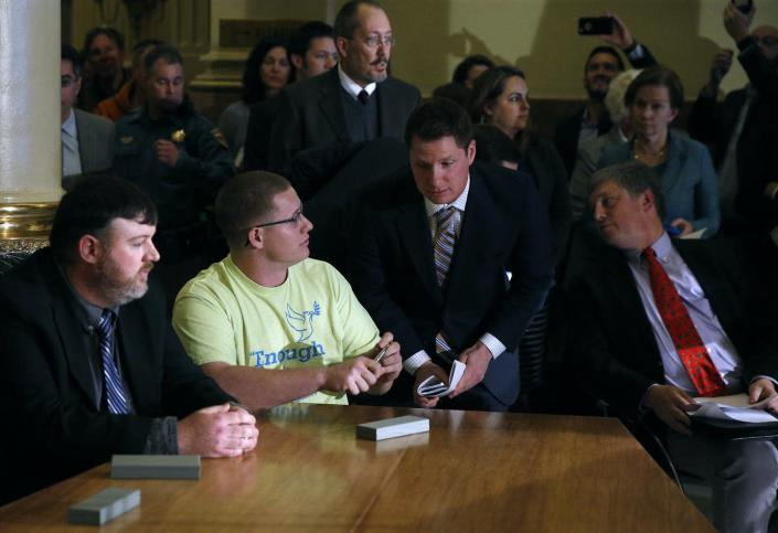 """<span class=""""caption"""">On Dec. 19, 2016, Colorado elector Micheal Baca, in T-shirt second from left, cast his electoral ballot for John Kasich, though Hillary Clinton had won his state's popular vote.</span> <span class=""""attribution""""><a class=""""link rapid-noclick-resp"""" href=""""http://www.apimages.com/metadata/Index/Electoral-College-Colorado/ee5369d0be464da3a3e24e38d975067f/3/0"""" rel=""""nofollow noopener"""" target=""""_blank"""" data-ylk=""""slk:AP Photo/Brennan Linsley"""">AP Photo/Brennan Linsley</a></span>"""