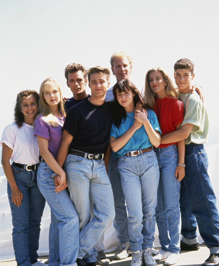 """The cast of """"Beverly Hills, 90210"""": Gabrielle Carteris, Jeannie Garth, Luke Perry, Jason Priestley, Ian Ziering, Shannen Doherty, Tori Spelling, Brian Austin Green. (Photo: mikel roberts/Sygma via Getty Images)"""