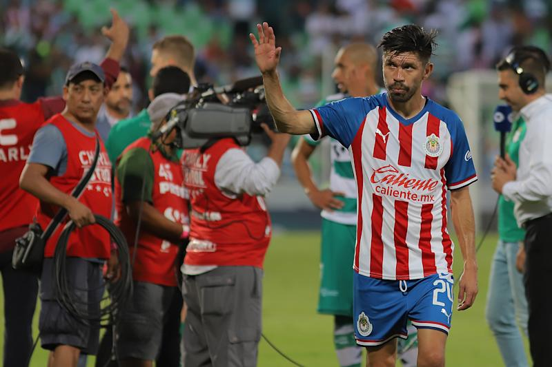 TORREON, MEXICO - JULY 21: Oribe Peralta of Chivas gestures during the 1st round match between Santos Laguna and Chivas as part of the Torneo Apertura 2019 Liga MX at Corona Stadium on July 21, 2019 in Torreon, Mexico. (Photo by Manuel Guadarrama/Getty Images)