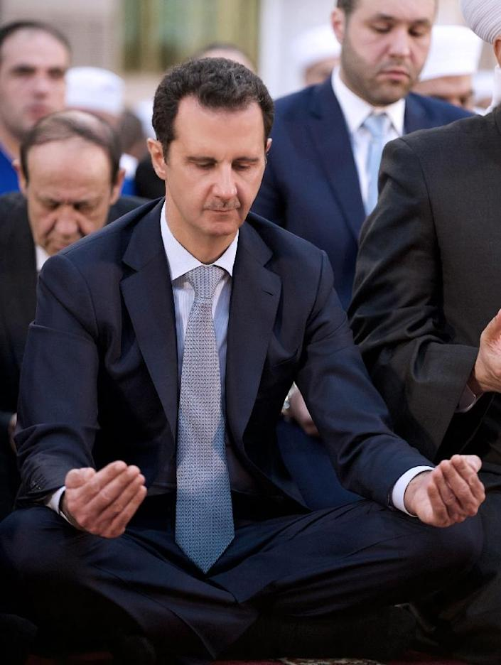 Bashar al-Assad performs the morning prayer on the Muslim holiday of Eid al-Adha at the Al-Adel mosque in Damascus on September 24, 2015 (AFP Photo/Ho)