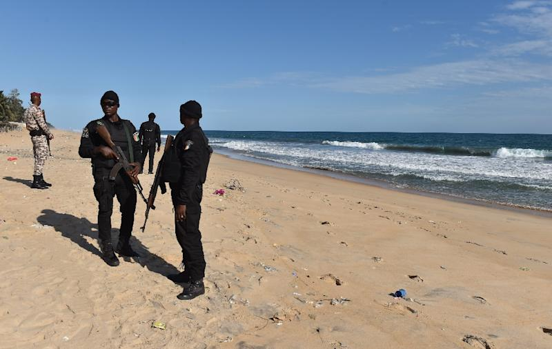 Police officers of the Research and Assistance Police (FRAP) standing on the beach in Grand-Bassam on March 15, 2016 (AFP Photo/Issouf Sanogo)