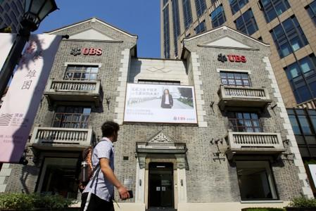 UBS scrambles to calm rich Chinese clients over 'pig