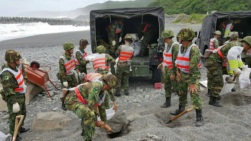 Military units in the eastern county of Hualien prepare sandbags on a beach as weather forecasters warn of torrential rains and fierce winds from approaching Super Typhoon Nepartak (AFP Photo/Taiwan Military)