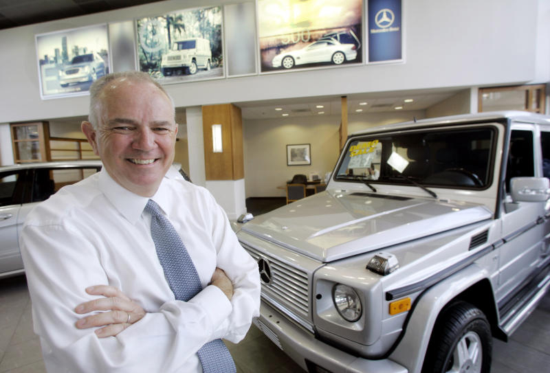 AutoNation chief, after 20 years, is turning over the keys