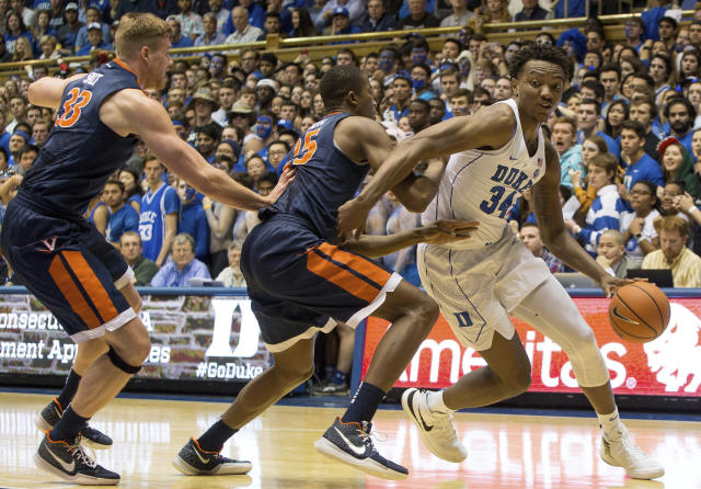 "Duke's Wendall Carter, Jr. (34) drives against the defense of Virginia's Mamadi Diakite (25) and <a class=""link rapid-noclick-resp"" href=""/ncaab/players/126189/"" data-ylk=""slk:Jack Salt"">Jack Salt</a> (33) during the first half of an NCAA college basketball game in Durham, N.C., Saturday, Jan. 27, 2018. (AP Photo/Ben McKeown)"