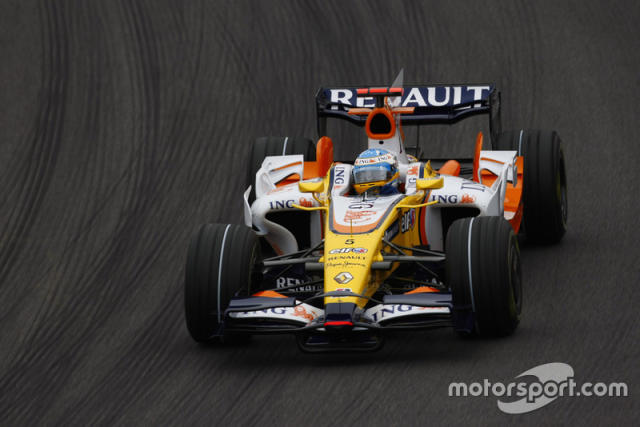 "2008: Renault R28 <span class=""copyright"">Charles Coates / Motorsport Images</span>"
