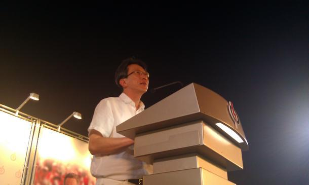 Labour chief and leader of the PAP team contesting in East Coast GRC Lim Swee Say likens the concept of a coalition government to a bowl of 'rojak'. (Yahoo! photo / Jeanette Tan)