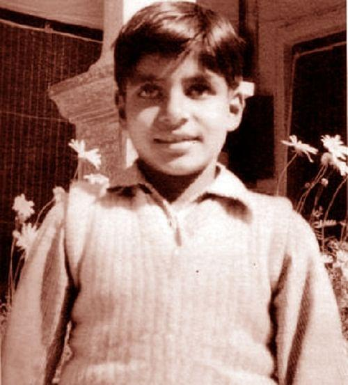 Amitabh was named 'Inquilaab' by his parents when he was born.
