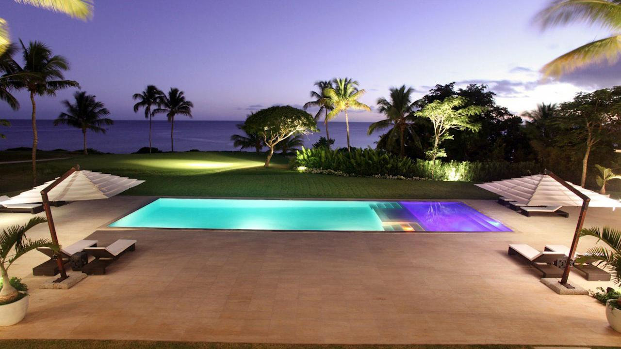 <p>A pool overlooking the Caribbean Sea adds a romantic vibe to the villa, which has also hosted stars like Rihanna, Drake, Jay-Z and Beyonce.</p>