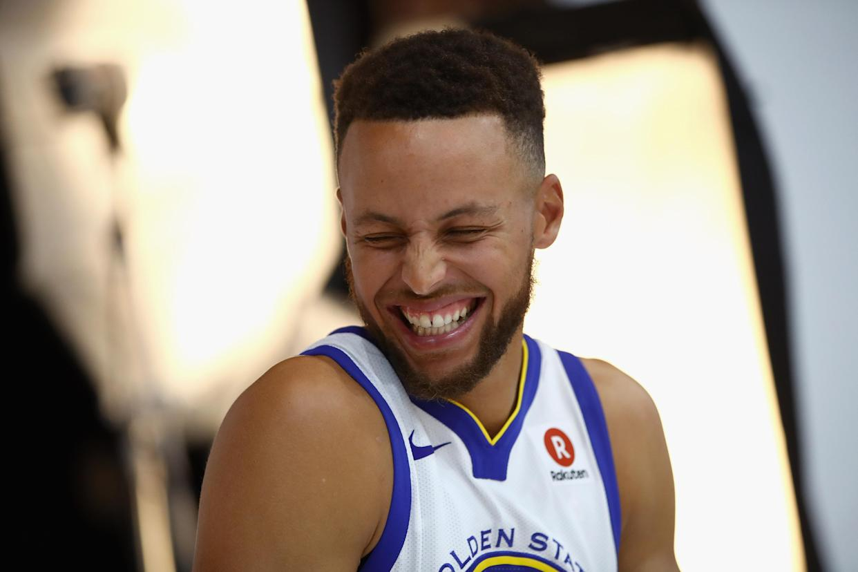 """<a class=""""link rapid-noclick-resp"""" href=""""/nba/players/4612/"""" data-ylk=""""slk:Stephen Curry"""">Stephen Curry</a> laughs while remembering a thing he heard one time. (Getty)"""