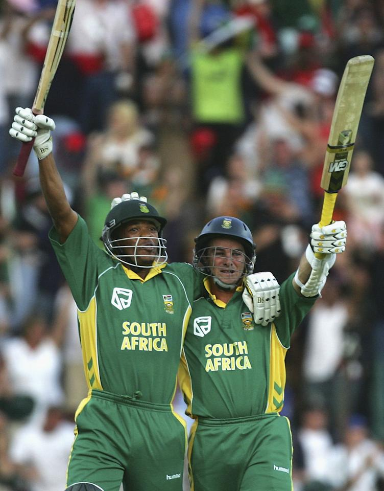 JOHANNESBURG, SOUTH AFRICA - MARCH 12:  Makhaya Ntini (L) and Mark Boucher of South Africa celebrate the winning runs during the fifth One Day International between South Africa and Australia played at Wanderers Stadium on March 12, 2006 in Johannesburg, South Africa.  (Photo by Hamish Blair/Getty Images)