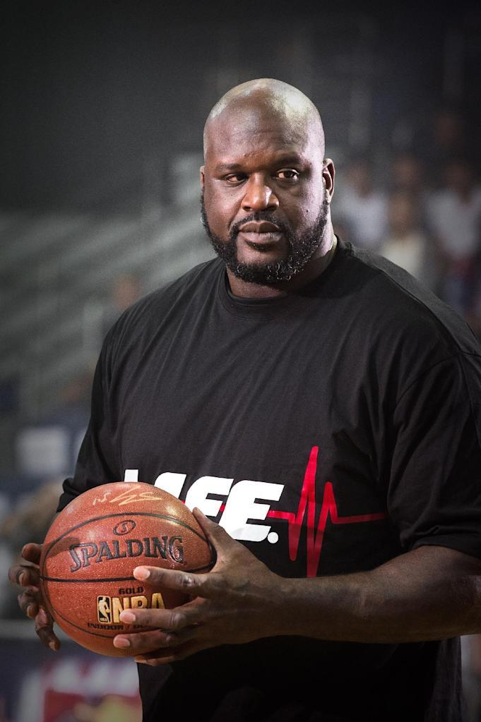 Former US NBA basketball player Shaquille O'Neal is seen during a promotional event in Hong Kong on August 18, 2015. O'Neal, who was visiting Hong Kong to promote an energy drink, backed a young Michael Jordan to beat LeBron James in his prime one-on-one when asked who would win a hypothetical match-up between the NBA greats. AFP PHOTO / Philippe Lopez (AFP Photo/PHILIPPE LOPEZ)