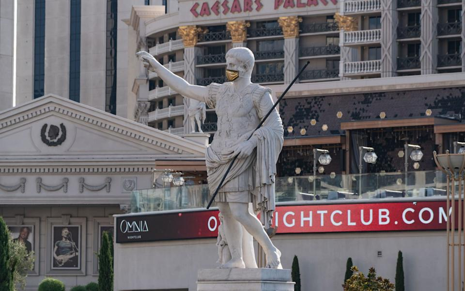 General views of the statue of Julius Caesar wearing a golden health mask at the entrance of Caesars Palace hotel and casino on August 17, 2020 in Las Vegas, Nevada. - AaronP/Bauer-Griffin/GC Images
