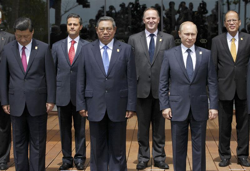 Leaders arrange themselves for a family photo at the APEC Summit in Nusa Dua on the Indonesian resort island of Bali