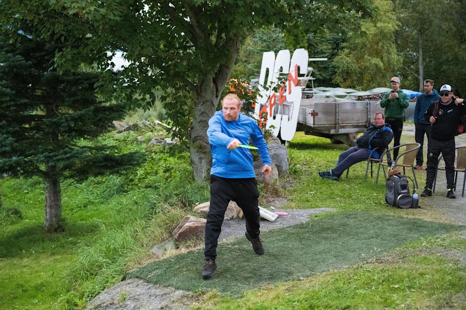 Actor Kristofer Hivju would never bend the knee to the disc golf gods. (Photo:  Truls Vik)