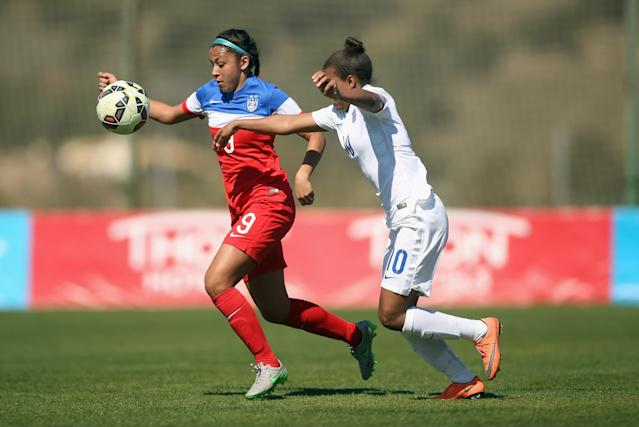 LA MANGA, SPAIN - MARCH 04: Tegan McGrady (L) of USA and Nikita Parris of England fight for the ball during the women's U23 international friendly match between USA U20 and England U23 on March 4, 2016 in La Manga, Spain. (Photo by Johannes Simon/Bongarts/Getty Images)