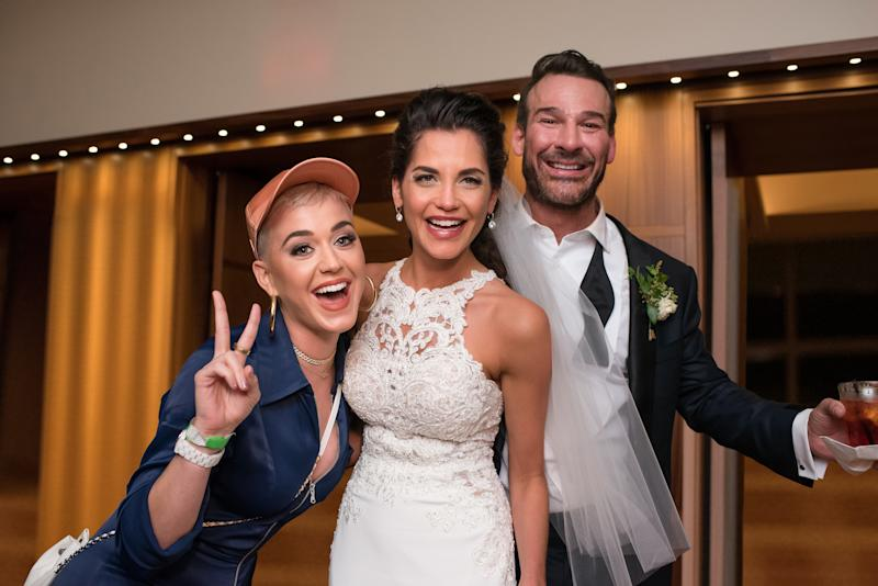 The bride and groom pose with Katy Perry herself. (Ray Prop Photography)