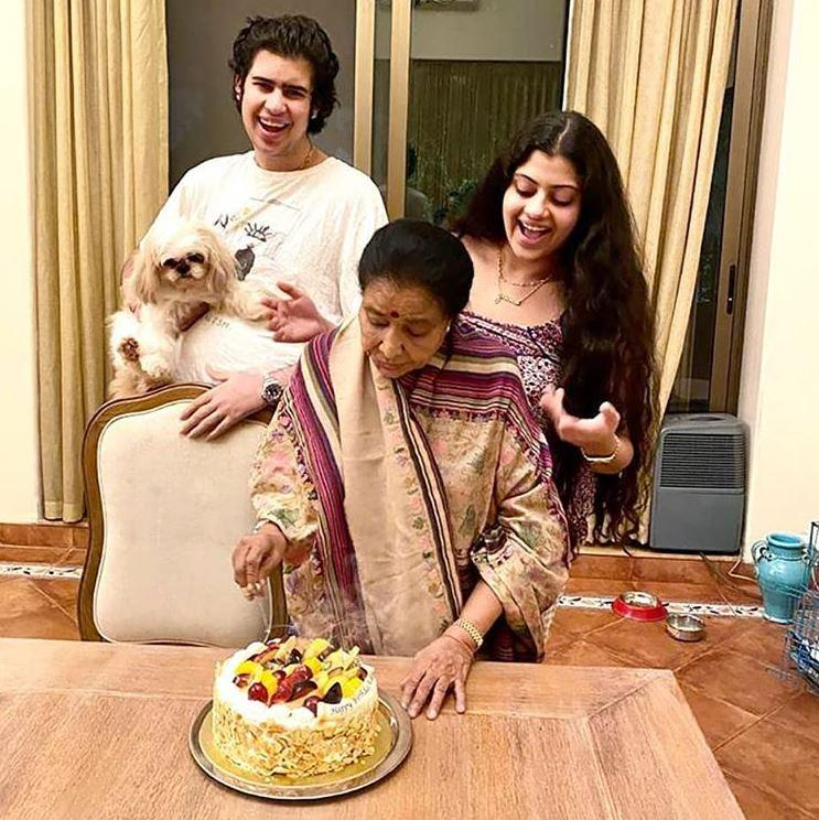 Asha Bhosle and Zanai Bhosle