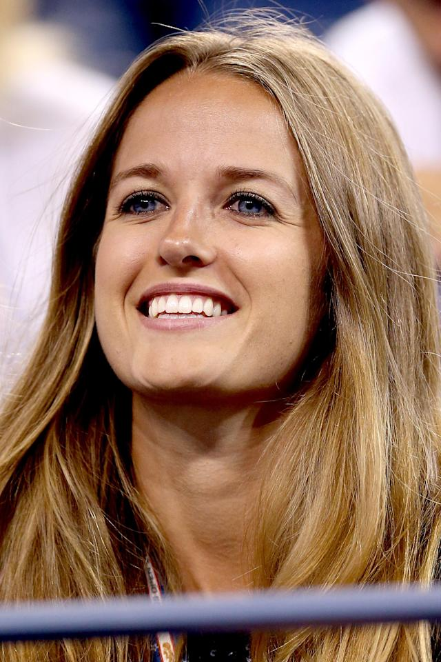 NEW YORK, NY - SEPTEMBER 03: Kim Sears watches Andy Murray of Great Britain play Milos Raonic of Canada during Day Eight of the 2012 US Open at USTA Billie Jean King National Tennis Center on September 3, 2012 in the Flushing neighborhood of the Queens borough of New York City. (Photo by Matthew Stockman/Getty Images)