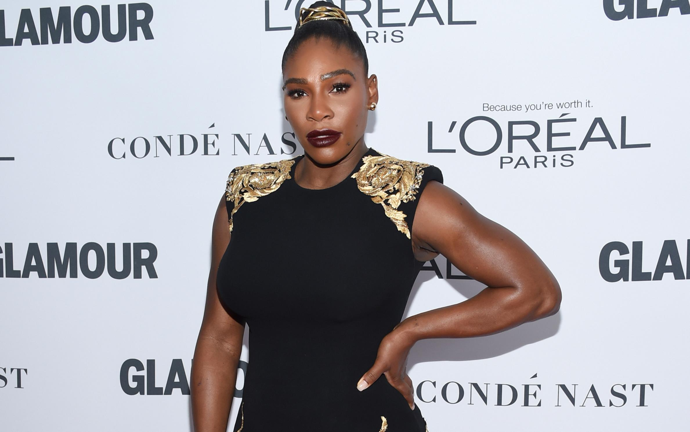 Serena Williams flexes her muscles at the Glamour Women of the Year Awards. (Photo: Getty Images)