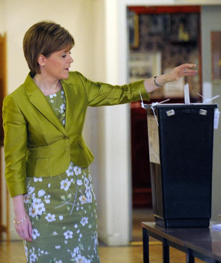 Nicola Sturgeon casts her vote at the Broomhoouse Community Hall in Glasgow, Scotland, on May 7, 2015 (AFP Photo/Andy Buchanan)