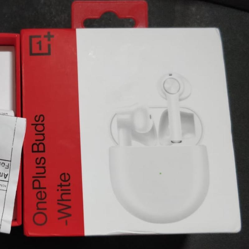 A photo of a box of OnePlus Buds that CBP mistook for Apple AirPods.