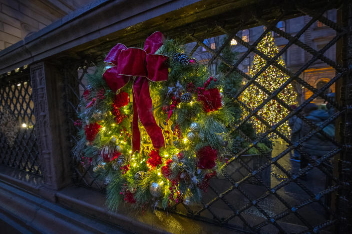 A wreath hangs on the outer wall leading to the courtyard of the Lotte New York Palace in midtown Manhattan. (Photo: Gordon Donovan/Yahoo News)