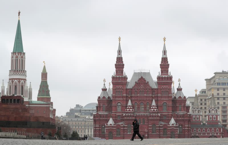 With small businesses suffering, Putin faces criticism over shutdown