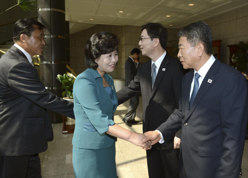 """In this photo released by the South Korean Unification Ministry, the head of North Korea's delegation Kim Song Hye, center, shakes hands with South Korean delegate Kwon Young-yang, right, as South Korea's Unification Policy Officer Chun Hae-sung, second from right, shakes hands with an unidentified North Korean officer, left, upon their arrival for a meeting at the southern side of Panmunjom, which has separated the two Koreas since the Korean War, in Paju, north of Seoul, South Korea, Sunday, June 9, 2013. Government delegates from North and South Korea began preparatory talks Sunday at the """"truce village"""" on their heavily armed border aimed at setting ground rules for a higher-level discussion on easing animosity and restoring stalled rapprochement projects.(AP Photo/South Korean Unification Ministry)"""