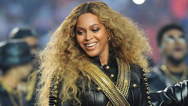 Beyonce dedicates love song to Jay Z