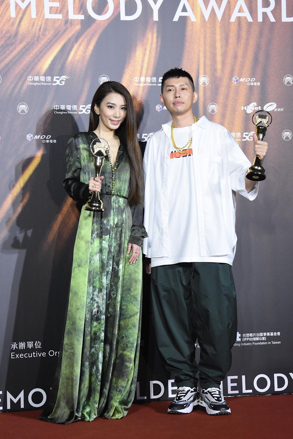 TAIPEI, CHINA - AUGUST 21: Singer Hebe Tien (L) and singer Soft Lipa pose with trophies backstage during the 32nd Golden Melody Awards on August 21, 2021 in Taipei, Taiwan of China. (Photo by Chen Lihong/VCG via Getty Images)