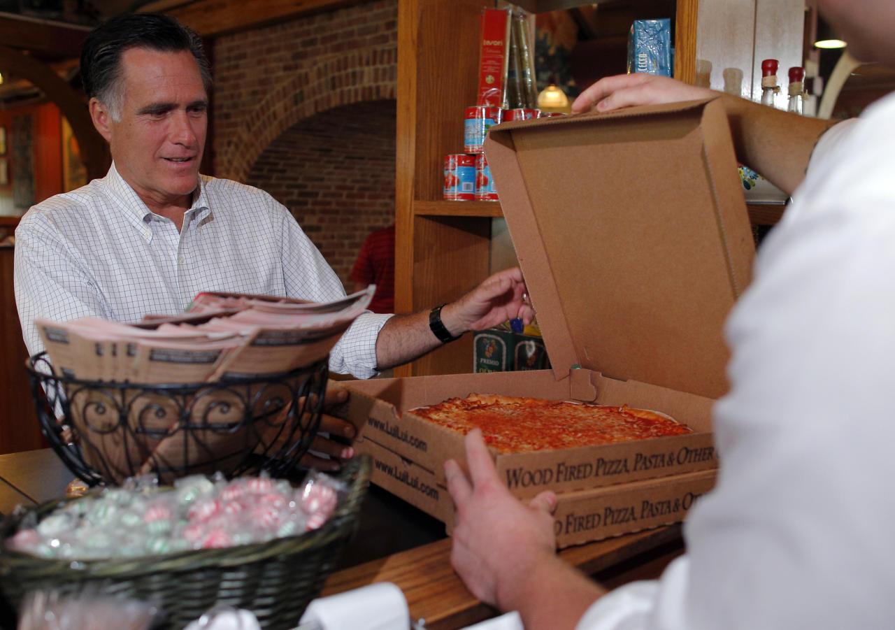 Republican presidential candidate and former Massachusetts Governor Mitt Romney buys two pizzas at the Lui-Lui restaurant in West Lebanon, New Hampshire September 5, 2012.   REUTERS/Brian Snyder    (UNITED STATES - Tags: POLITICS ELECTIONS)
