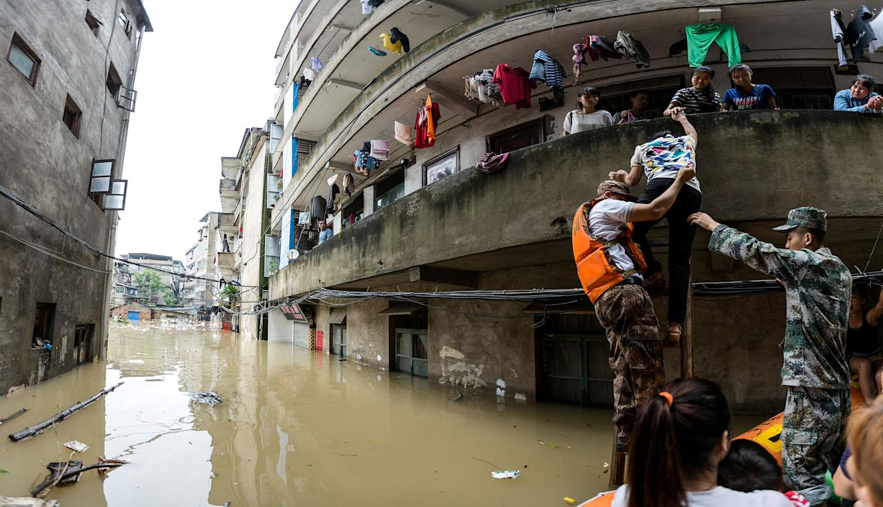 <p>Rescuers transfer residents with a boat at a flooded area in Guilin, Guangxi province, China, July 2, 2017. (Photo: Stringer/Reuters) </p>