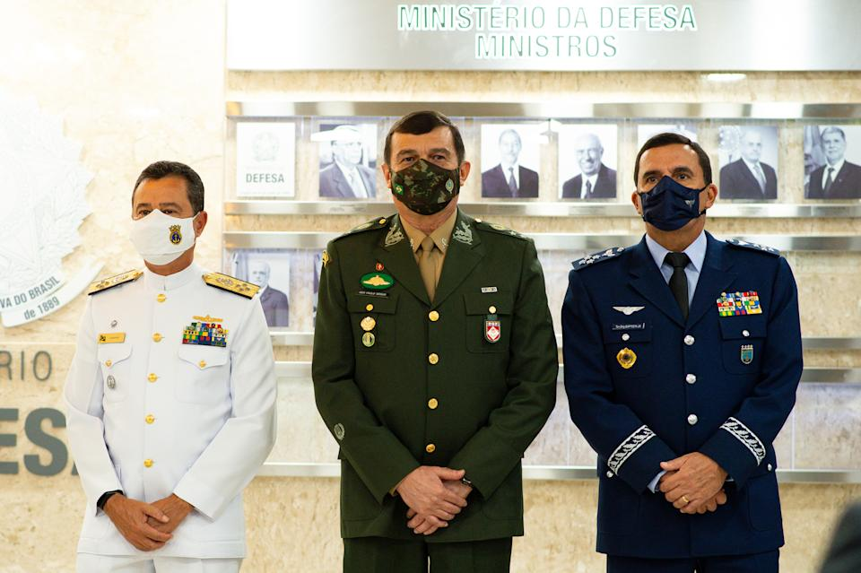 BRASILIA, BRAZIL - MARCH 31: Newly appointed (L-R)Navy commander Admiral Almir Garnier, Army commander General Paulo Sergio and Air Force commander Brigadier Carlos de Almeida Baptista Jr attend their presentation new commanders for Brazil's Armed Forces at the Ministério da Defesa on March 31, 2021 in Brasilia, Brazil. President of Brazil Jair Bolsonaro announced on Monday March 28 six changes in his Cabinet that include the commanders in the three military institutions. (Photo by Andressa Anholete/Getty Images)