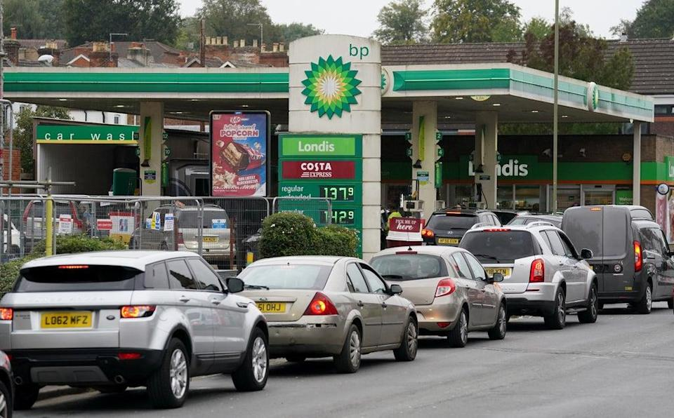 Vehicles queue up outside a BP petrol station in Alton, Hampshire (Andrew Matthews/PA) (PA Wire)