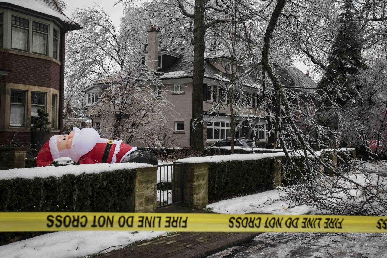1 2 7 3 Down The Rockefeller Street: Stunning Photos Of Ice Storm In Canada, U.S