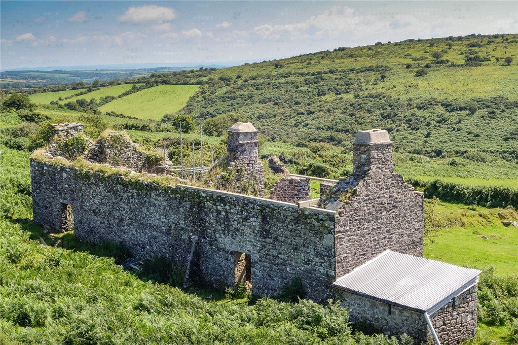 """<p>Canaglaze is billed as """"a secluded, private and tranquil property on the edge of Bodmin Moor with no close neighbours"""". </p>"""