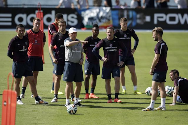 England's manager Roy Hodgson, fourth left, instructs his players including Frank Lampard, left, and Wayne Rooney, fourth right, during a squad training session for the 2014 soccer World Cup at the Urca military base in Rio de Janeiro, Brazil, Monday, June 9, 2014. (AP Photo/Matt Dunham)