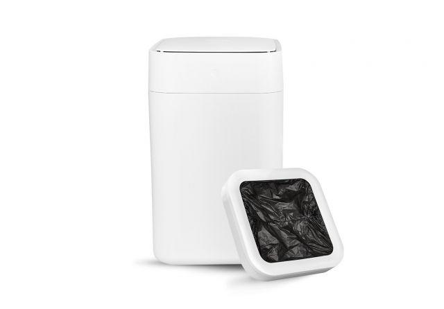 Townew's self-changing electronic trash can