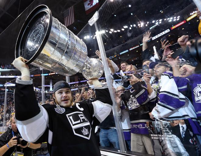 LOS ANGELES, CA - JUNE 11:  Captain Dustin Brown #23 of the Los Angeles Kings holds up the Stanley Cup after the Kings defeated the New Jersey Devils 6-1 to win the Stanley Cup in Game Six of the 2012 Stanley Cup Final at Staples Center on June 11, 2012 in Los Angeles, California.  (Photo by Bruce Bennett/Getty Images)